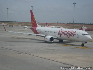 A SpiceJet B737-800NG taxies by