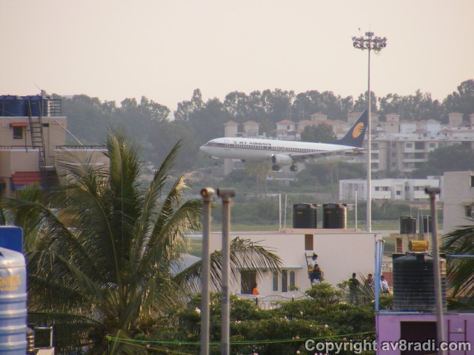 Let's start with India's largest privately owned airline….Jet airways a 9W Boeing 737 approaches HAL