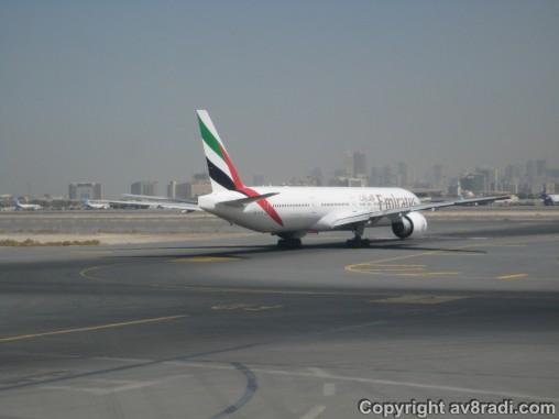 Taxing past an EK Boeing 777
