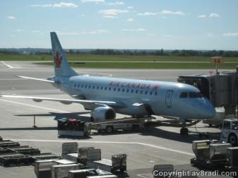 An Air Canada Embraer 175