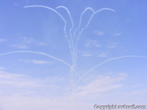Saudi Hawks drawing their emblem in the sky